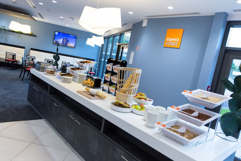 Holiday Inn Express Toulon Est In Toulon Hyeres Hotel Rates