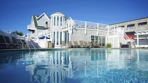 2 indoor pools, outdoor pool
