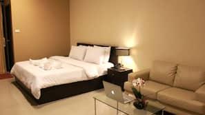 迷你吧、房內夾萬、窗簾、免費 Wi-Fi
