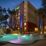 Holiday Inn Express & Suites San Antonio Medical-Six Flags