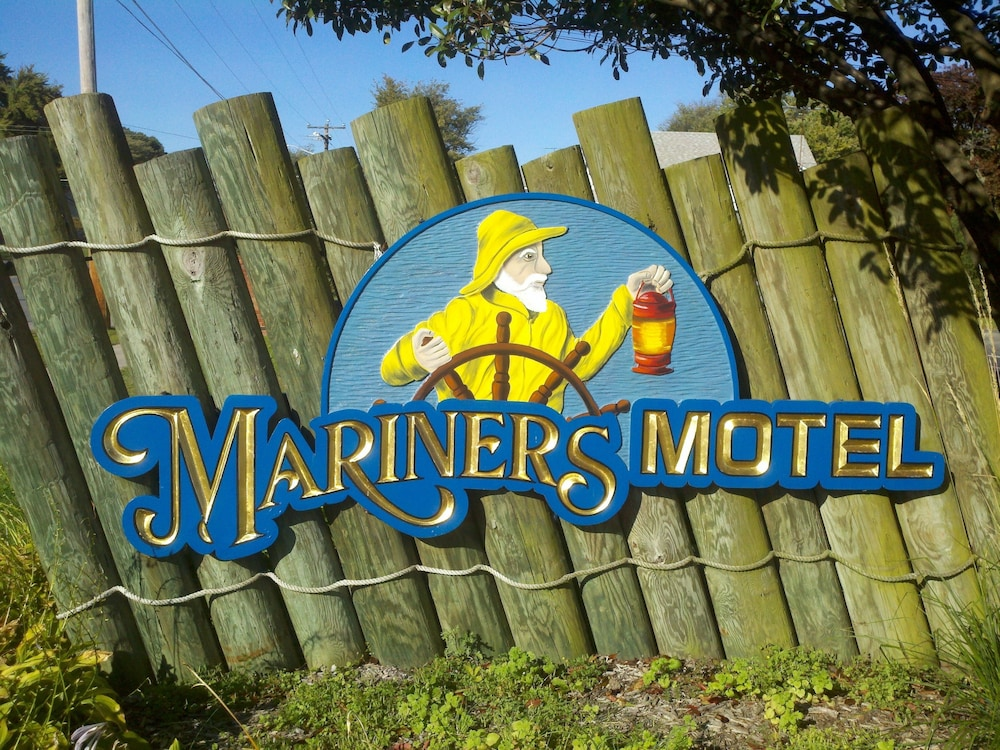 Property Grounds, Mariners Motel