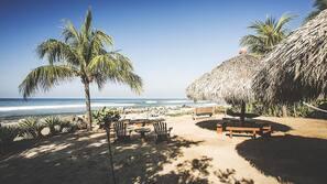 Plage, serviettes de plage, massages sur la plage, surf