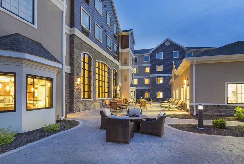 Outdoor Dining, Staybridge Suites Canton