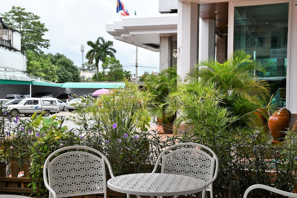 Outdoor Dining, Wangcome Hotel