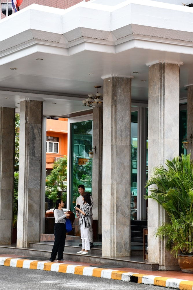 Property Entrance, Wangcome Hotel