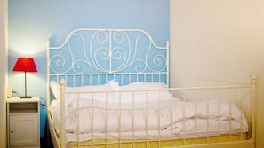 高級寢具、羽絨被、記憶棉床墊、房內夾萬