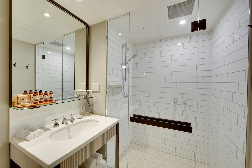 Bathroom, Mayfair Hotel