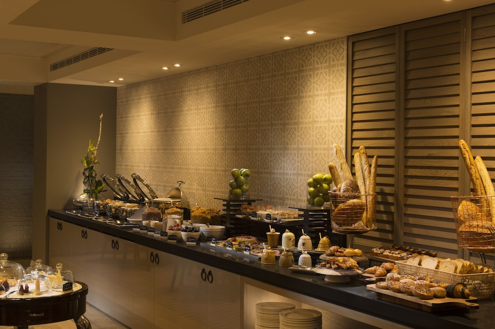 Breakfast Area, Mayfair Hotel