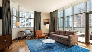 Hochwertige Bettwaren, Daunenbettdecken, Zimmersafe, Schreibtisch