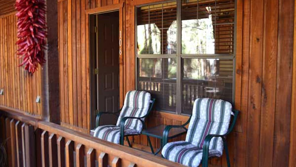 Porch, Shadow Mountain Lodge and Cabins