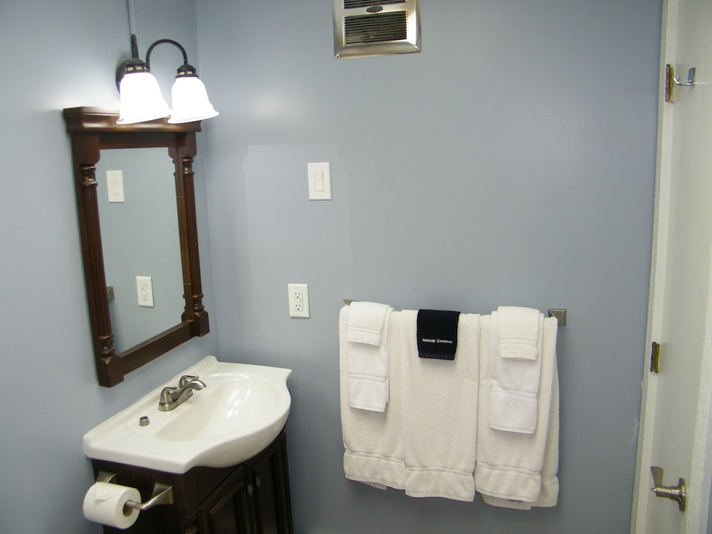 Bathroom, The Beach Haus Resort