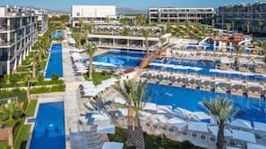 2 piscinas cubiertas, 10 piscinas al aire libre, sombrillas, tumbonas