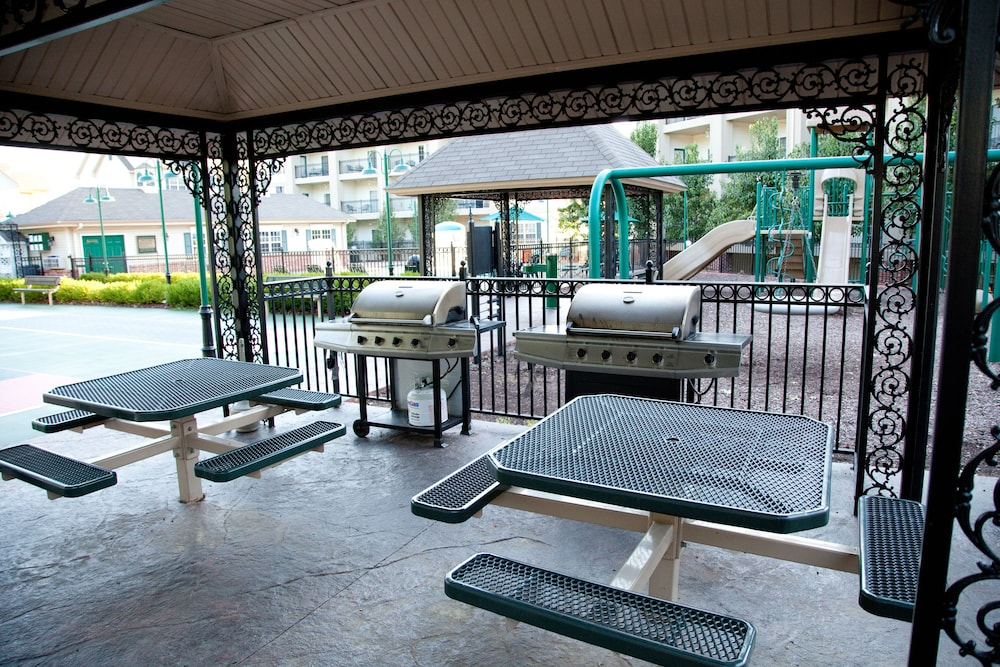 BBQ/Picnic Area, French Quarter Resort by Spinnaker Resorts