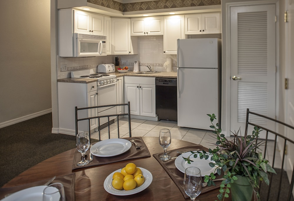 In-Room Dining, French Quarter Resort by Spinnaker Resorts
