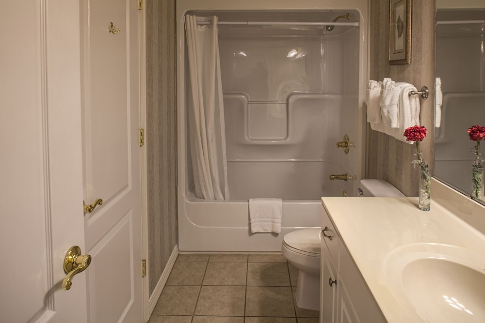 Bathroom, French Quarter Resort by Spinnaker Resorts