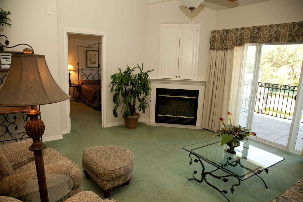 Living Room, French Quarter Resort by Spinnaker Resorts