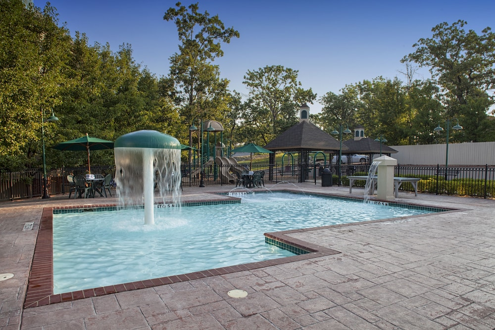 Outdoor Pool, French Quarter Resort by Spinnaker Resorts