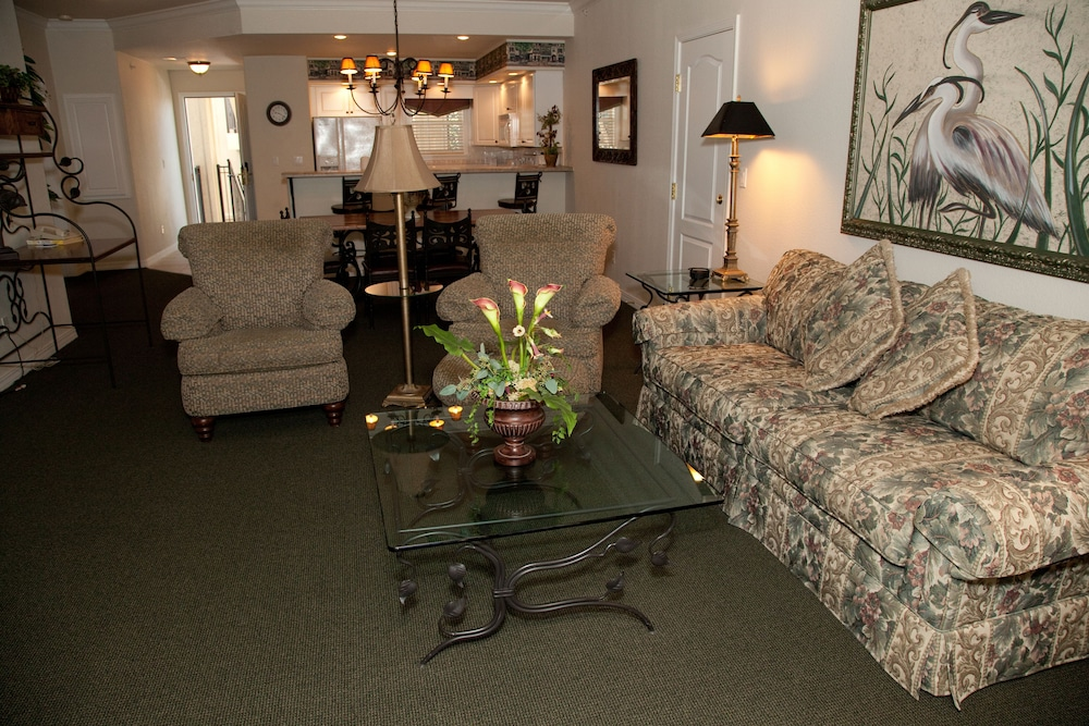 Living Area, French Quarter Resort by Spinnaker Resorts