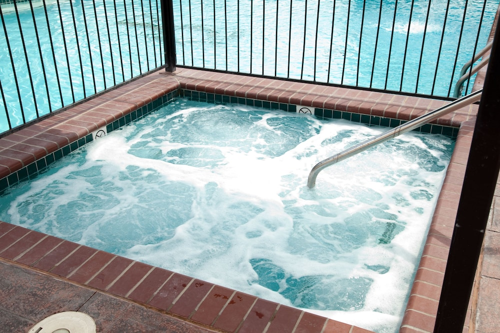 Outdoor Spa Tub, French Quarter Resort by Spinnaker Resorts