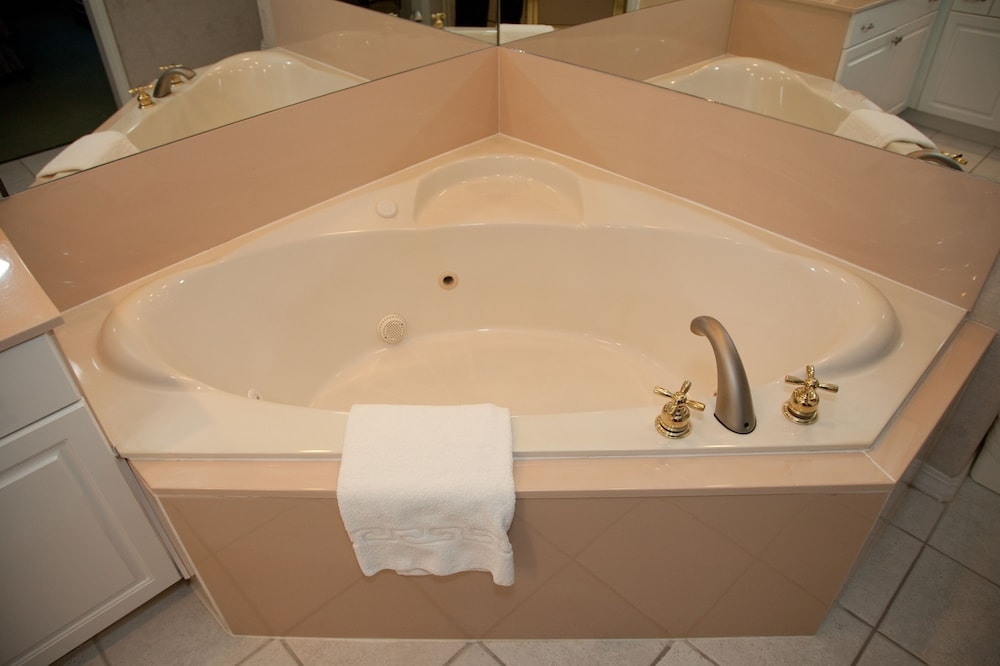Jetted Tub, French Quarter Resort by Spinnaker Resorts