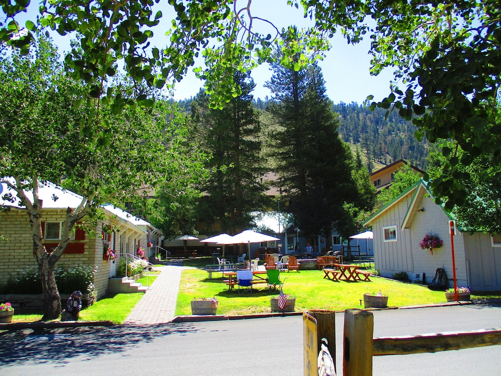Lake front cabins in june lake hotel rates reviews on for Lakefront cabins june lake