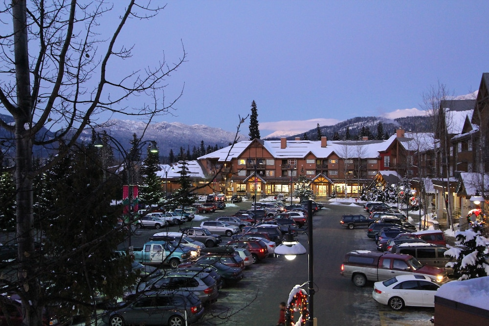 Front of Property - Evening/Night, Marketplace Lodge by Whistler Retreats