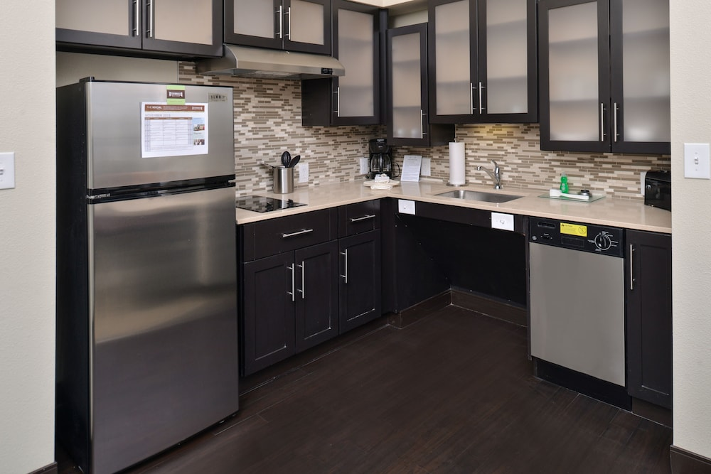 Private Kitchen, Staybridge Suites Rochester - Commerce Dr NW