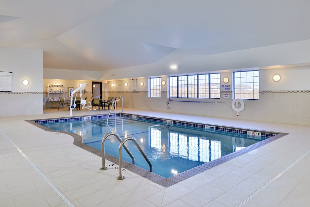 Pool, Staybridge Suites Rochester - Commerce Dr NW