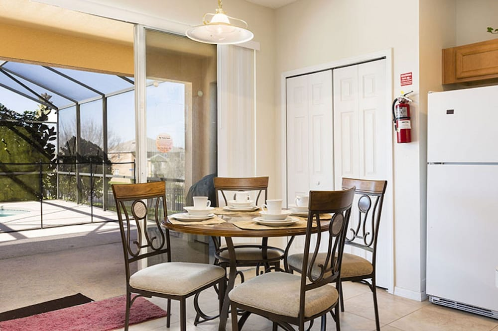 Emerald island by orlando fun rentals deals reviews for Best private dining rooms orlando
