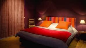 3 bedrooms, premium bedding, down duvets, blackout curtains