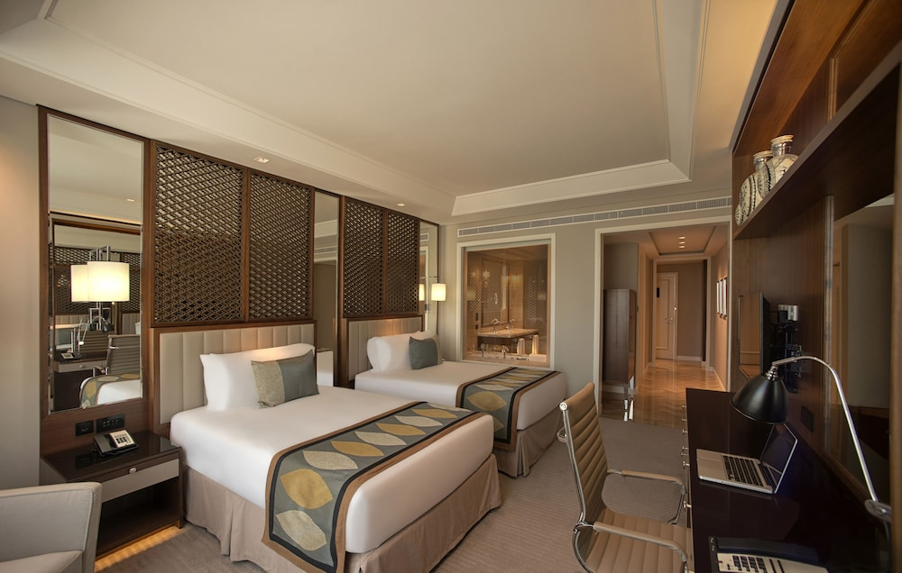 Book taj dubai dubai hotel deals for Burj khalifa room rates