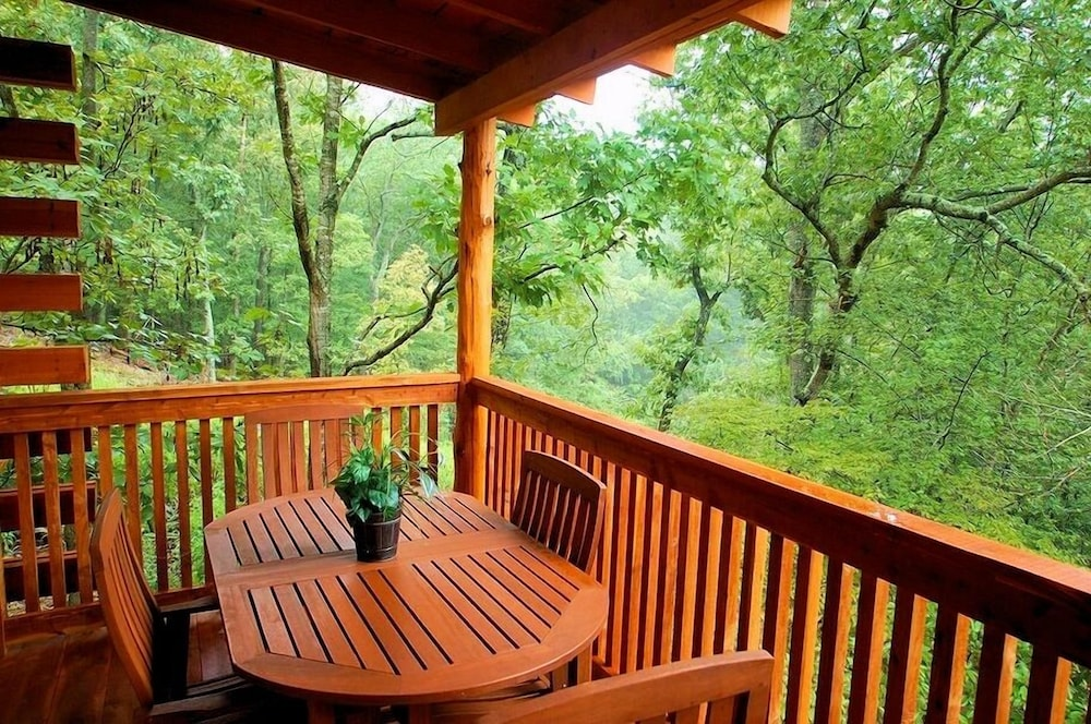 Balcony, Lake Forest Luxury Log Cabins