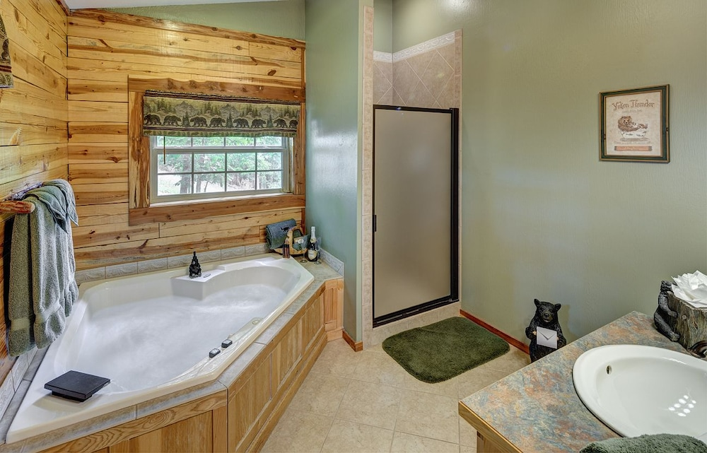 Bathroom, Lake Forest Luxury Log Cabins