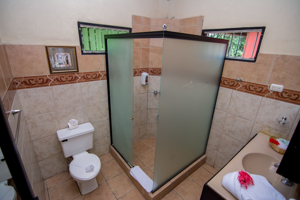 Bathroom, Pacific Paradise Resort