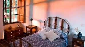 Een minibar, een kluis op de kamer, geluiddichte muren, babybedden