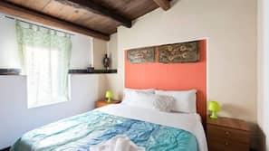 Biancheria da letto di alta qualità, una scrivania, letti aggiuntivi