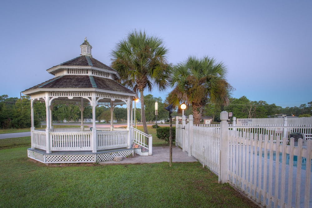 Gazebo, Cumberland Kings Bay Lodges