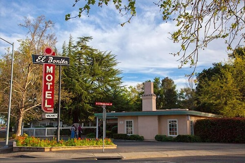 Featured Image, El Bonita Motel