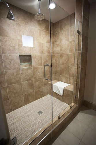 Bathroom Shower, El Bonita Motel