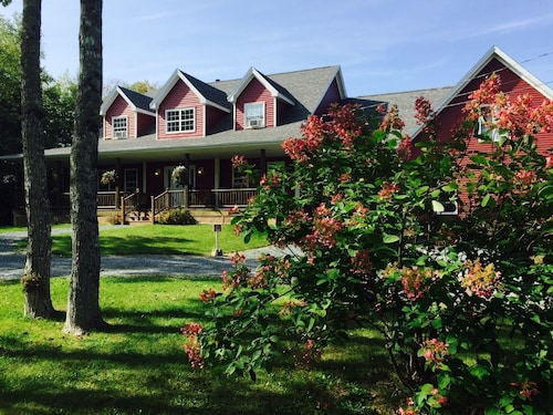 Great Place to stay Snowflake Manor Bed and Breakfast near Oakfield