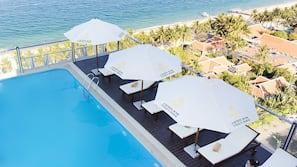 室外泳池、頂樓泳池;泳池傘、躺椅