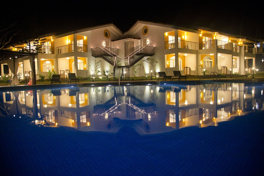 Front of Property - Evening/Night, Acron Waterfront Resort