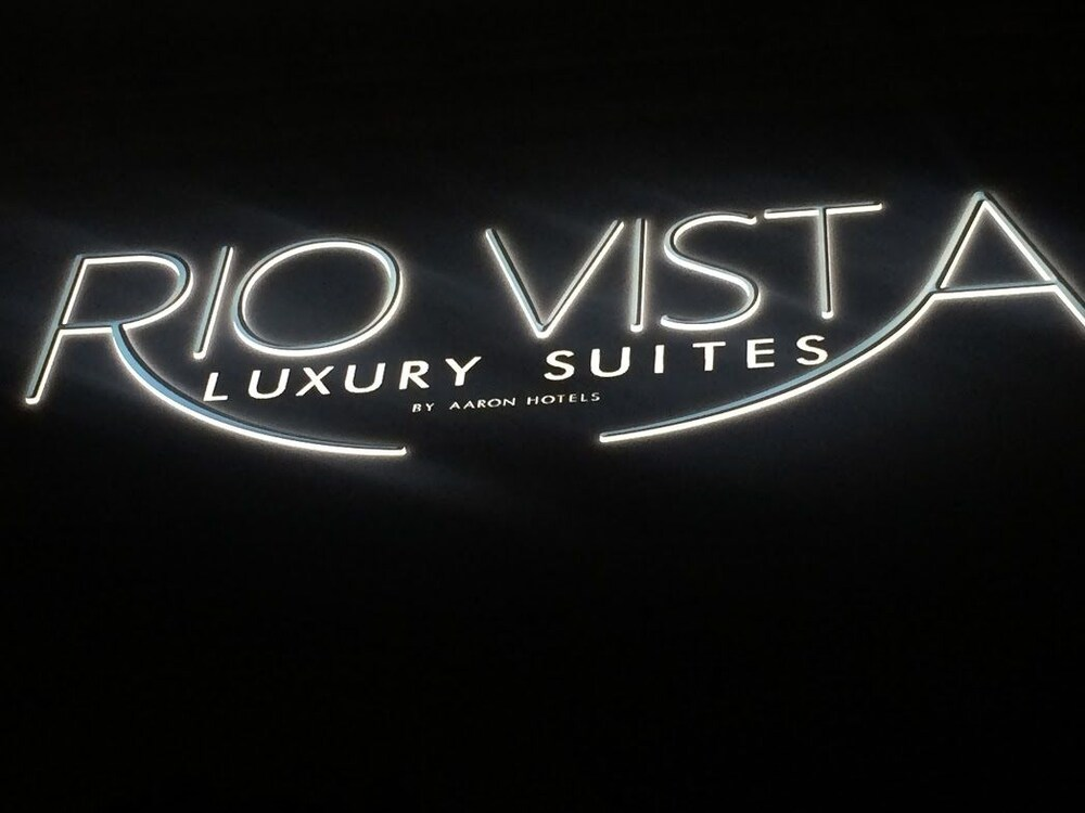 Front of Property - Evening/Night, Rio Vista Suites