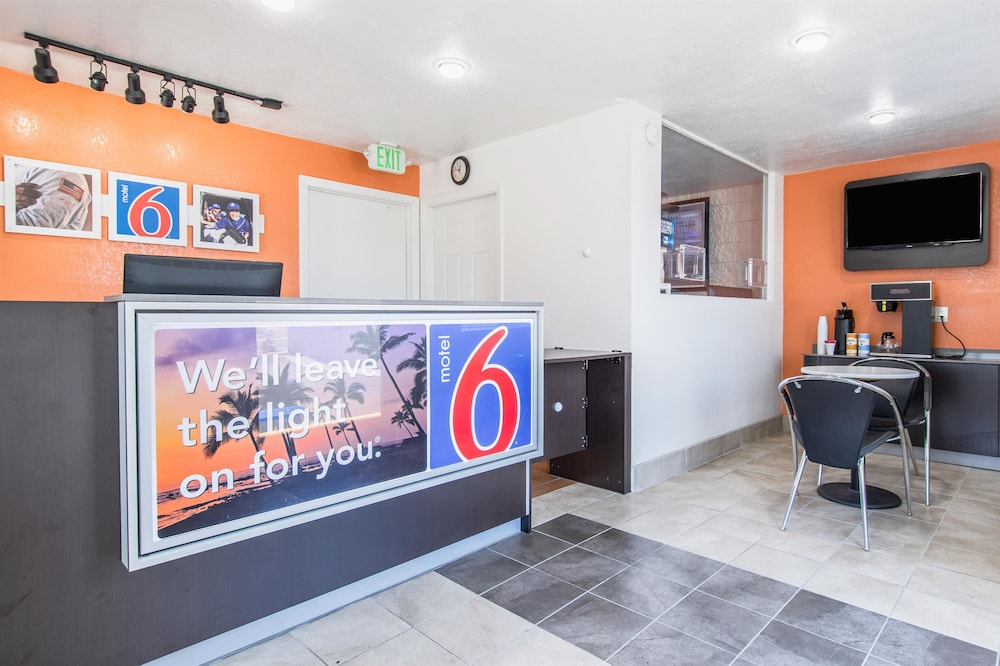 Lobby, Motel 6 Orange, CA - Anaheim