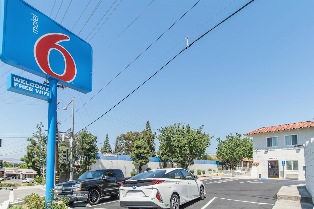 Front of Property, Motel 6 Orange, CA - Anaheim