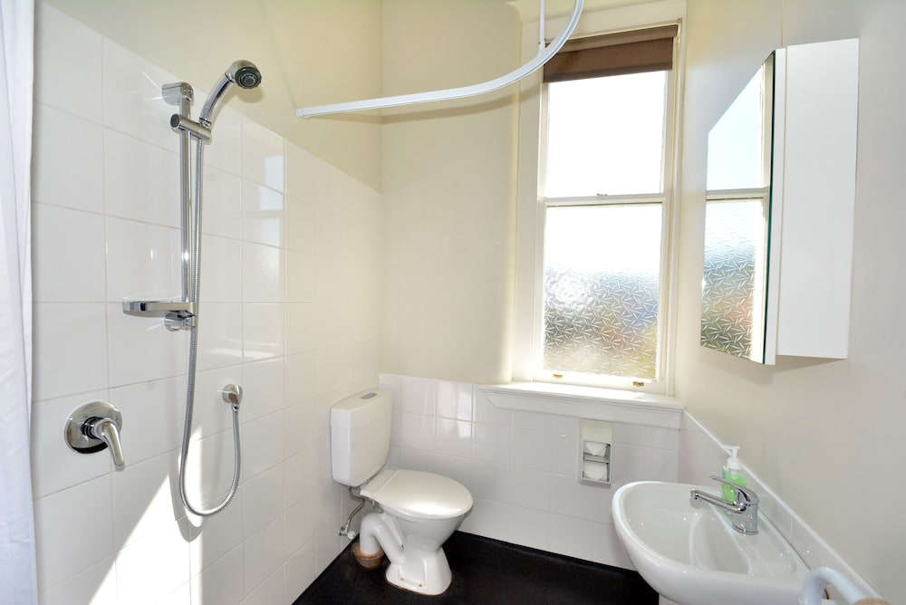 Bathroom, Majestic Mansions - Apartments at St Clair