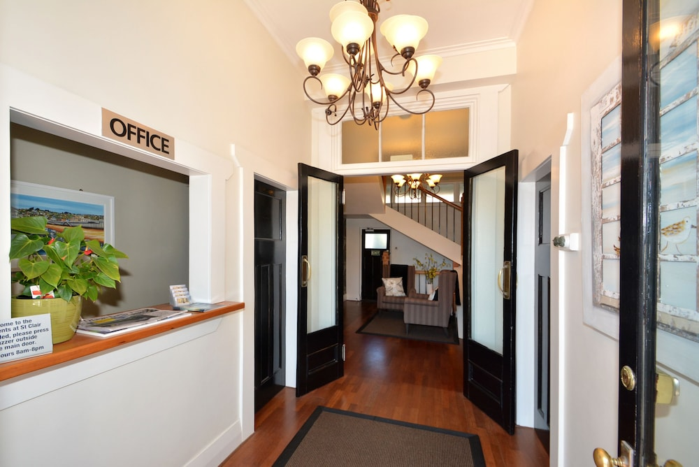 Reception, Majestic Mansions - Apartments at St Clair