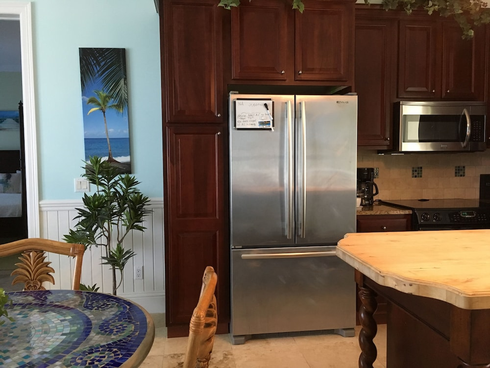 Private Kitchen, Mermaid Reef Villa 3 by Living Easy Abaco