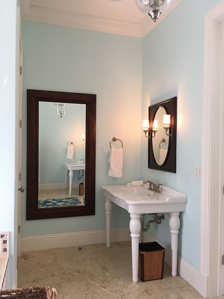 Bathroom, Mermaid Reef Villa 3 by Living Easy Abaco