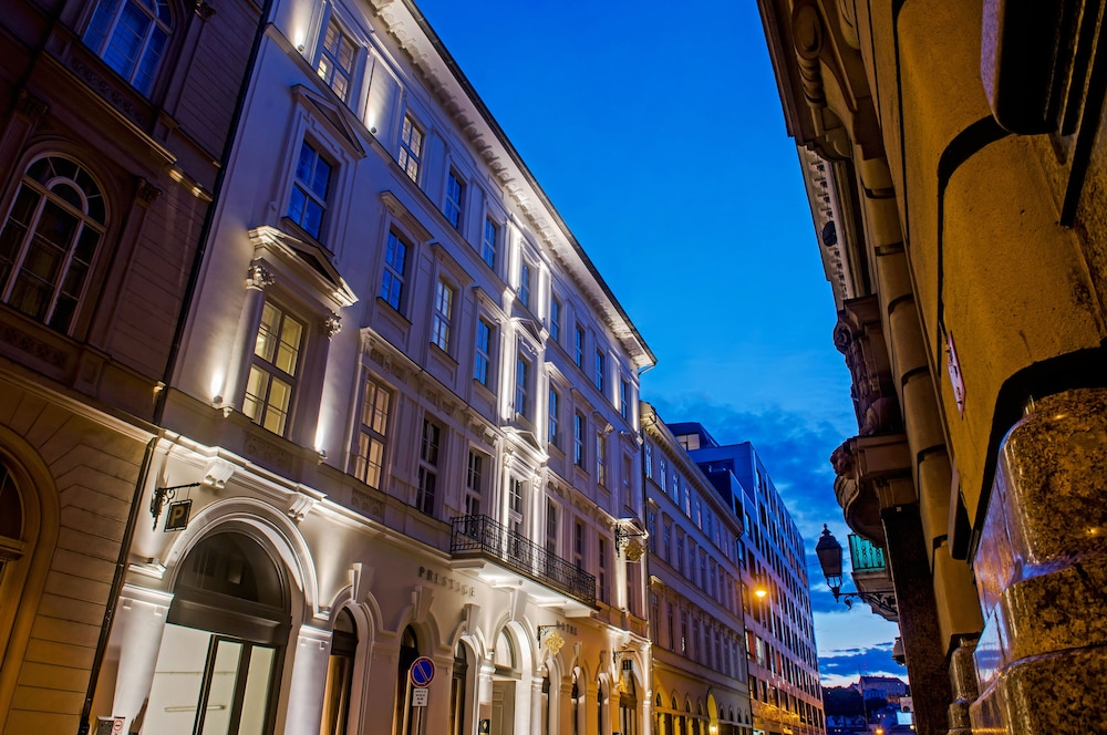 Front of Property - Evening/Night, Prestige Hotel Budapest